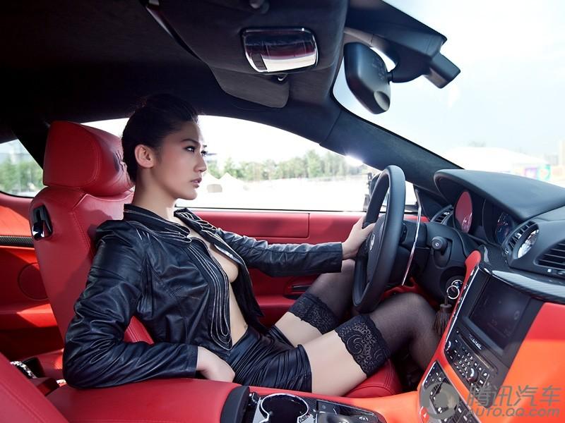 长腿美女真空上阵比基尼内衣激情驾驶 幻灯图