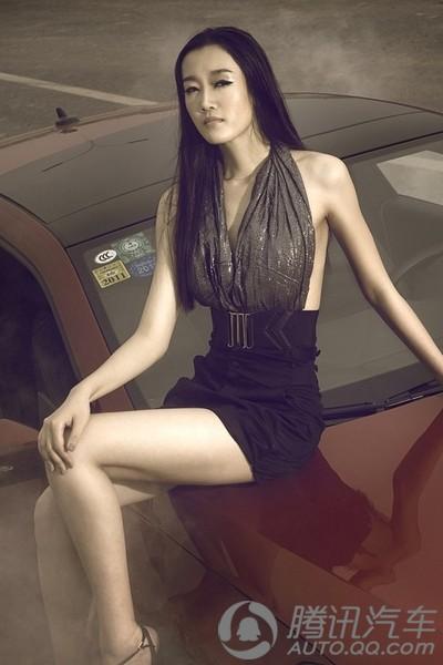 长腿美女性感诱惑短裙黑色着装超有范