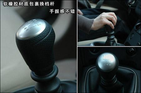 奇骏配备的6速手动变速器挡位很清晰,行程紧凑,操作起来的手