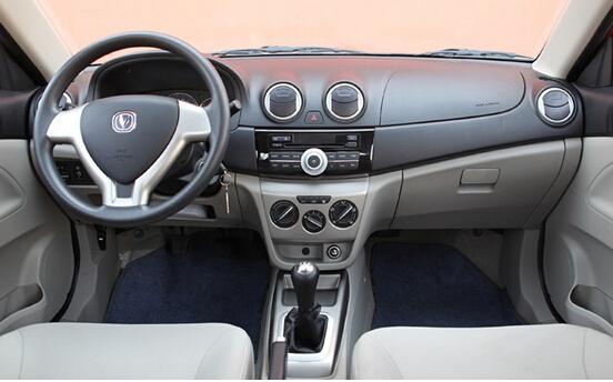动力上,悦翔v3采用长安汽车高效低耗的c13全铝发动机,最大扭矩达到121