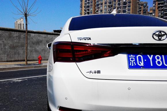 承上启下 试驾一汽丰田第十四代皇冠2.5l