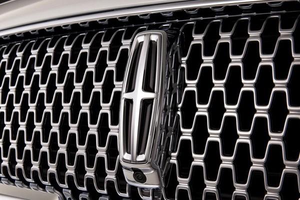 林肯官方暂未公布这款全新SUV的定位与尺寸,仅表示新车将由林肯高清图片
